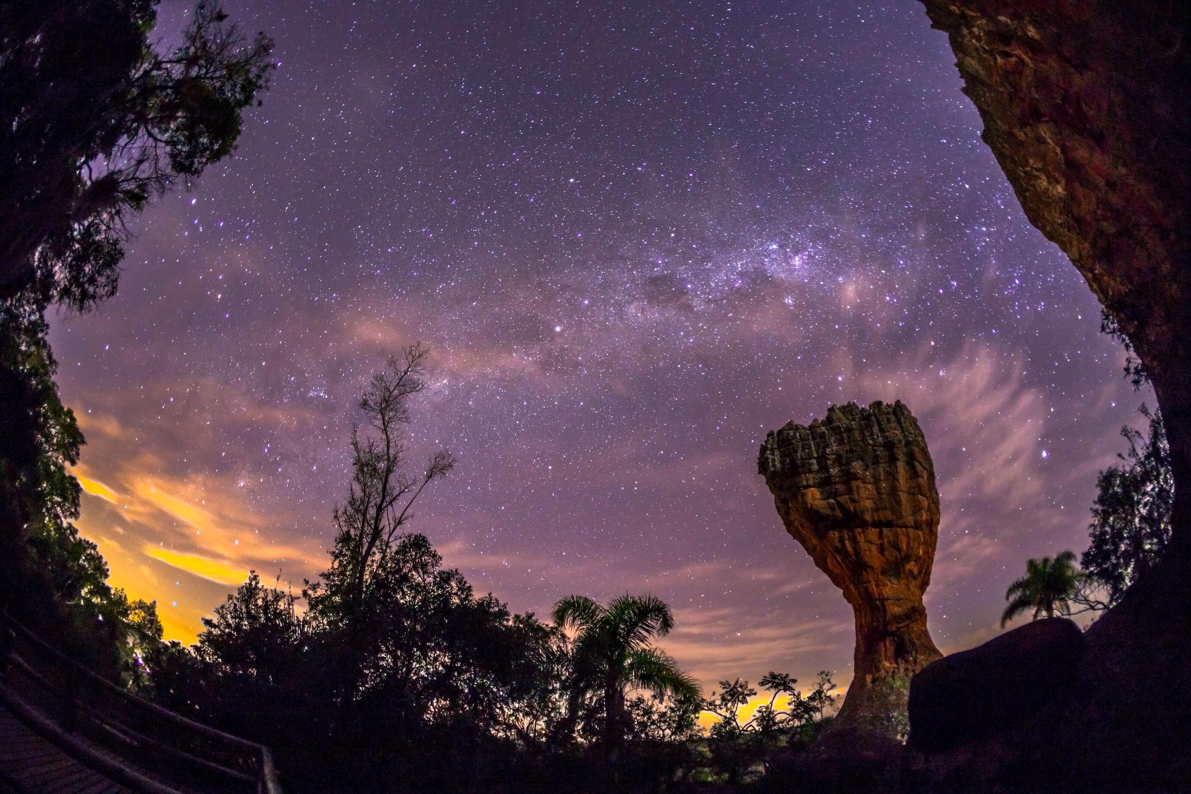 Constelações a noite no parque vila velha